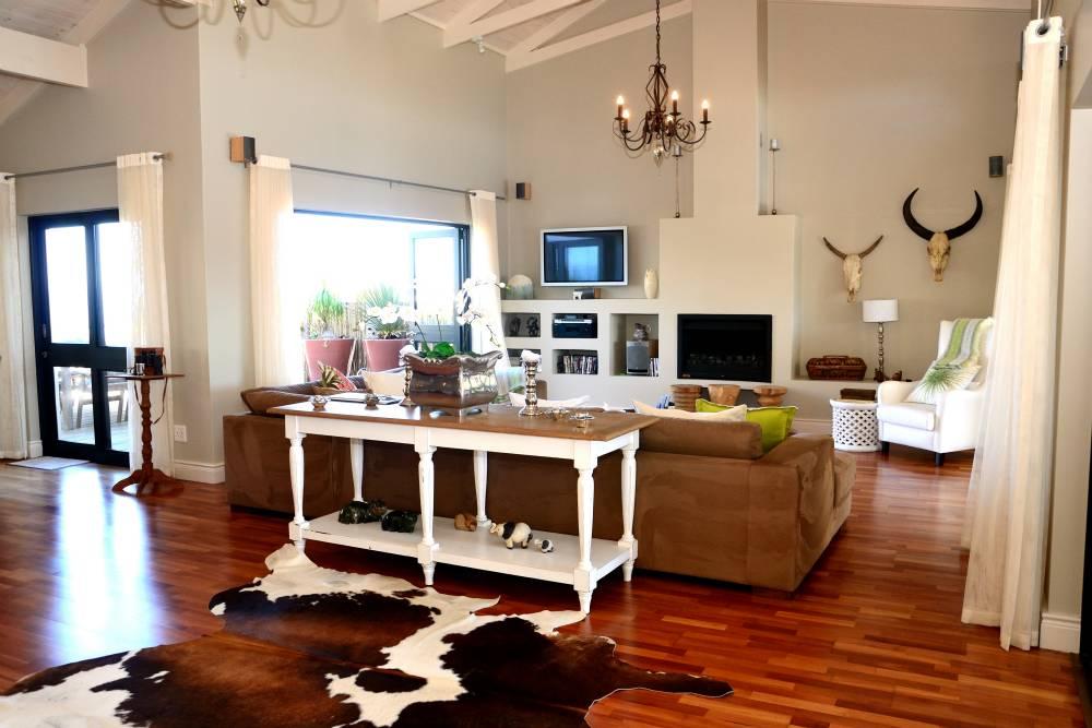 Sea House, Knysna group accommodation; Sunny, area and open