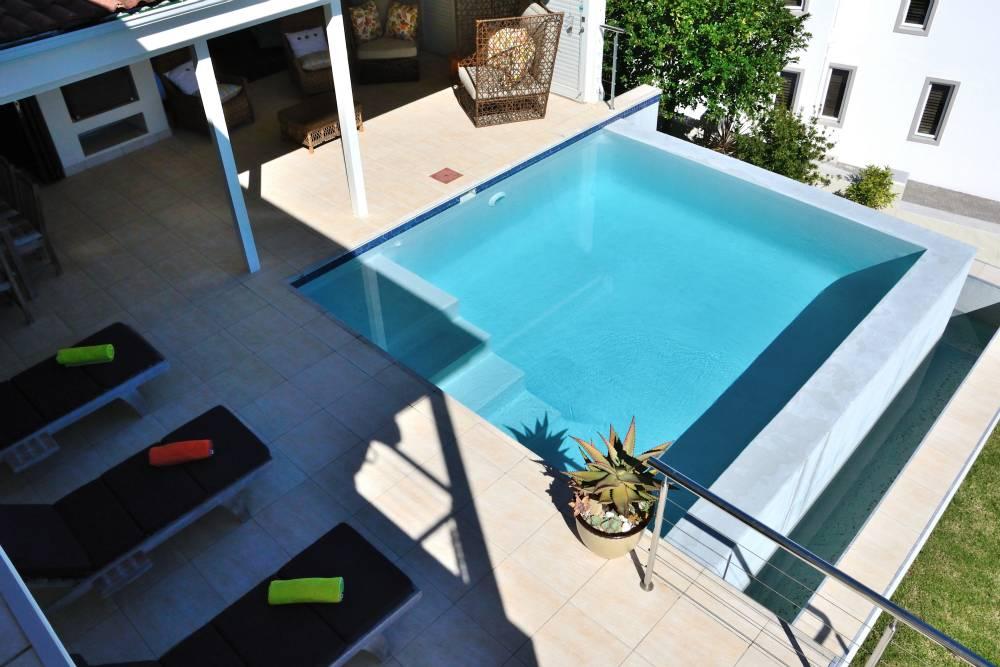 Sea House, Knysna group accommodation; Pool colors