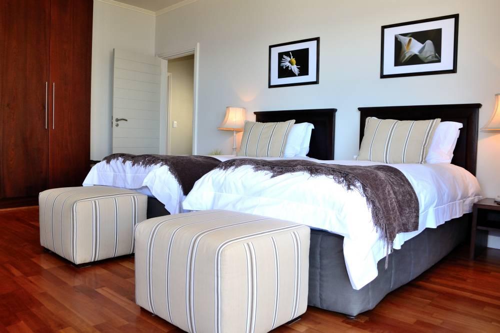 Sea House, Knysna group accommodation; Comfy and elegant