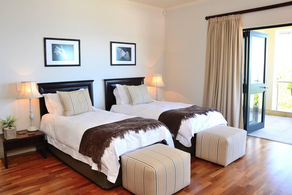 Sea House, Knysna group accommodation; The spacious twin room