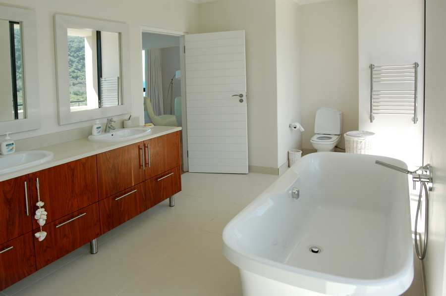 Home by the Sea, Plettenberg Bay Seaside accommodation; The Master en-suite
