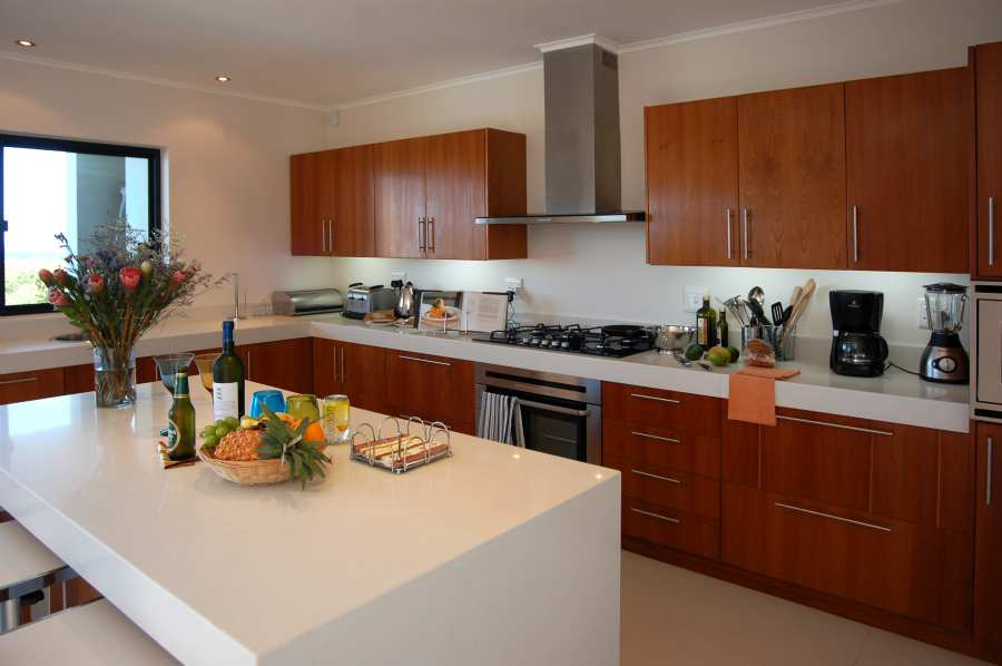 Home by the Sea, Plettenberg Bay Seaside accommodation; You can prepare meals and watch the whales just outside the window