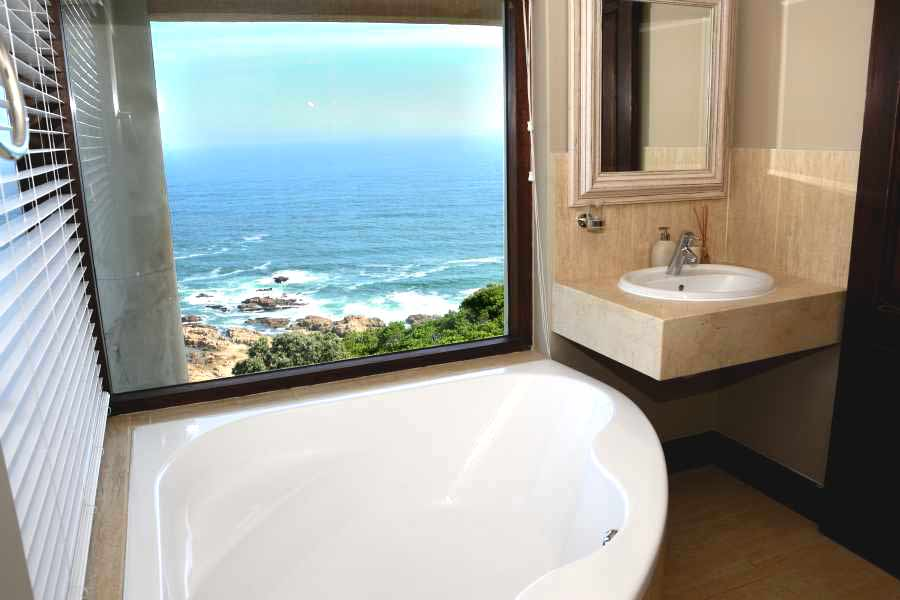 Villa Seaview, Knysna heads villa accommodation; Watch whales from the bathtub in Bedroom 3's en-suite