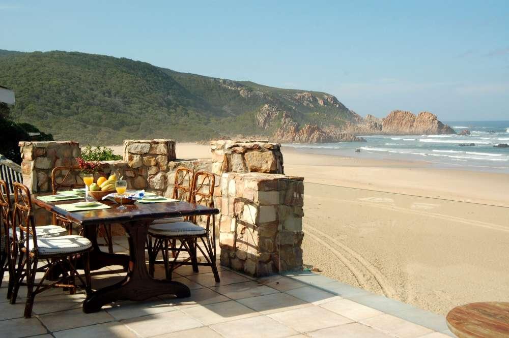Craighross Castle, Noetzie Castle beach accommodation; Breakfast al fresco