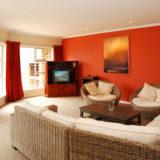 Eagle House, Knysna Heads Accommodation; Easy-living; the main lounge