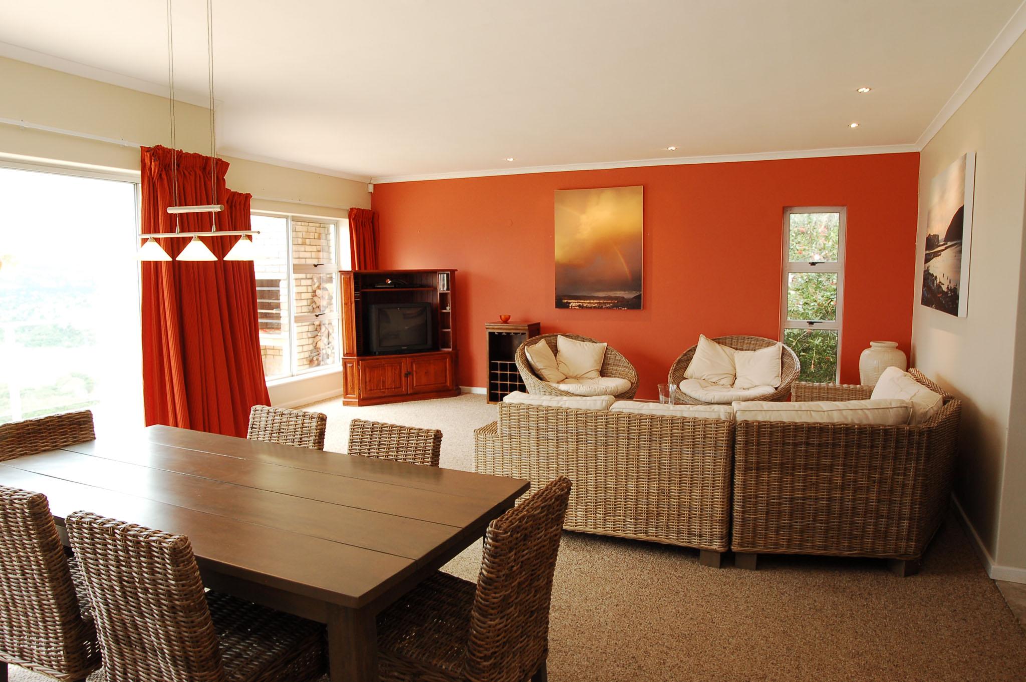 Eagle House, Knysna Heads Accommodation; Open plan, lounge & dining room