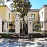 Beach Cove Villa, seaview accommodation Plett, Beautiful Courtyard Entrance